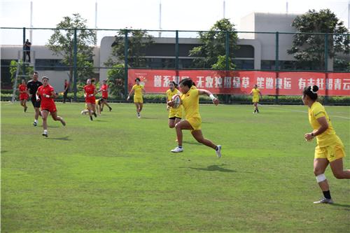 画家黄建南先生赞助奥运备战中国女子橄榄球队