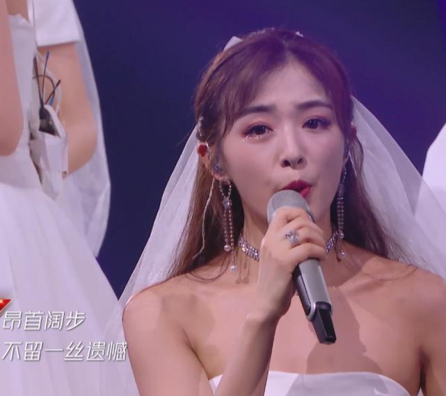 张雨绮穿婚纱漂亮,金晨仙美,黄龄张含韵婚纱造型,真以为是新娘