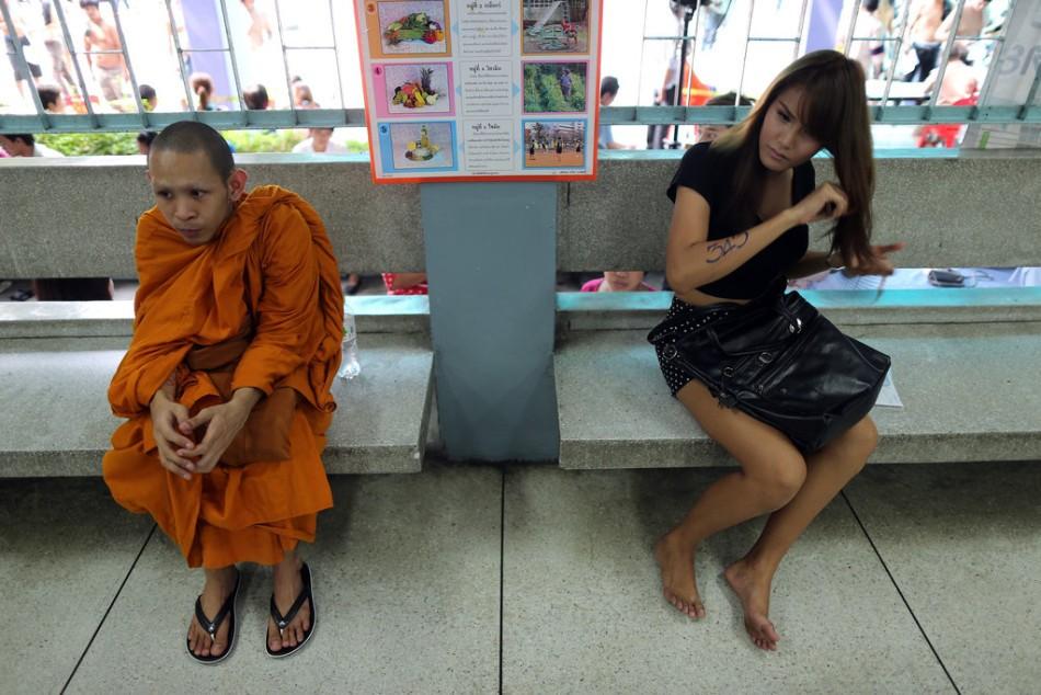 为何泰国人都畏惧服兵役?参军现场像赌场,抽中红签甚至现场昏厥