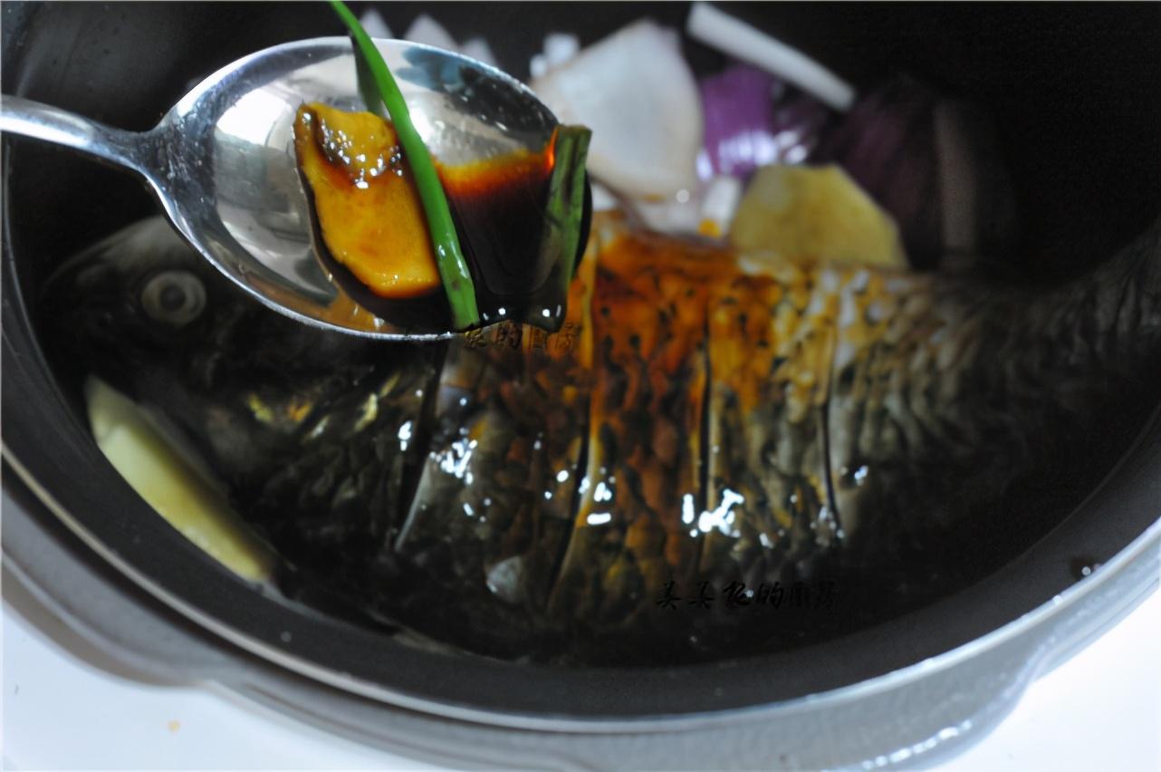 把整條魚扔進電飯鍋裡,不加油不放水,一周吃6次,餐餐都光盤