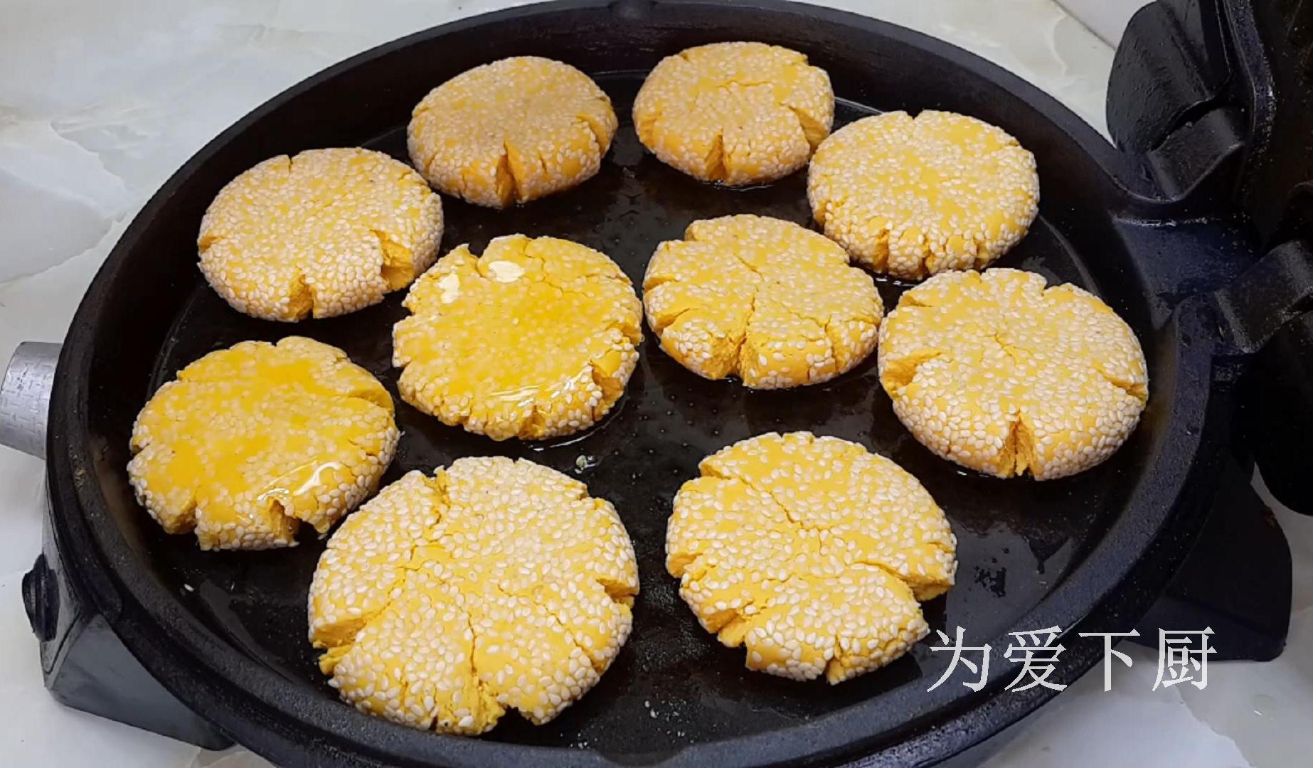 烙南瓜餅時,記住不要直接烙餅,大廚教你兩招,個個軟糯又香甜