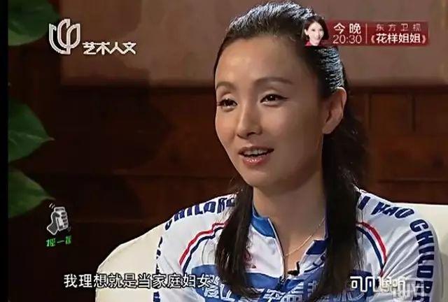 """40岁女硕士说""""相夫教子是最好的职业""""惹争议,谁有资格批判她?"""