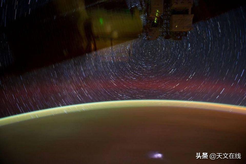 从国际空间站上看到的星迹是什么样的?