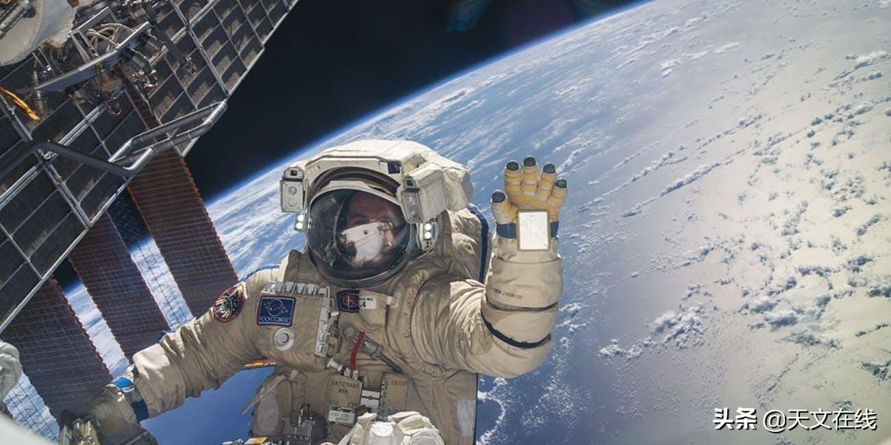 太空旅行后,宇航员怎么走路?