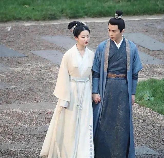 陈晓与刘亦菲首次合作,宣传会上黑着脸,网友:又有什么问题?