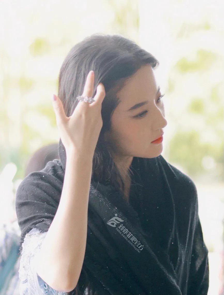 陈晓刘亦菲对视太甜了吧,神仙姐姐古装真的好美好美