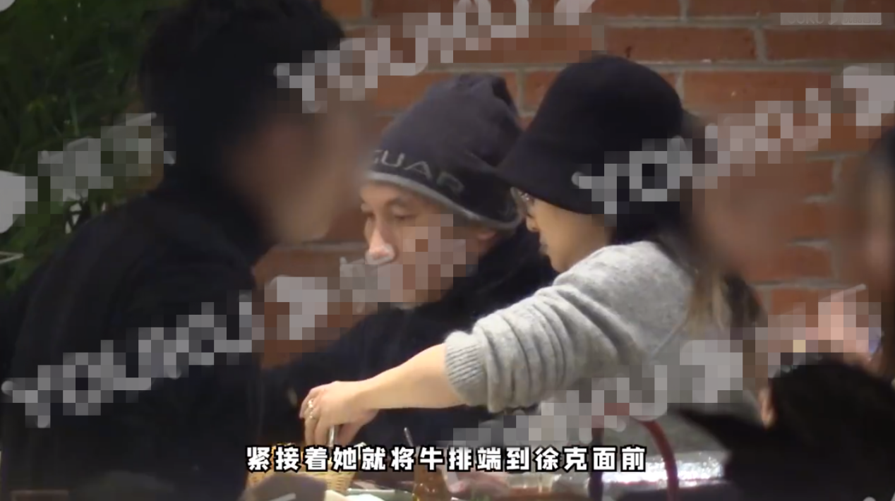 70岁徐克与女友秀恩爱,钻戒亮瞎眼,相差30岁忘年恋很稳定?