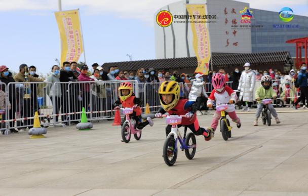 <b>中国儿童滑步车超级联赛(内蒙古赛区)额济纳旗站开赛</b>