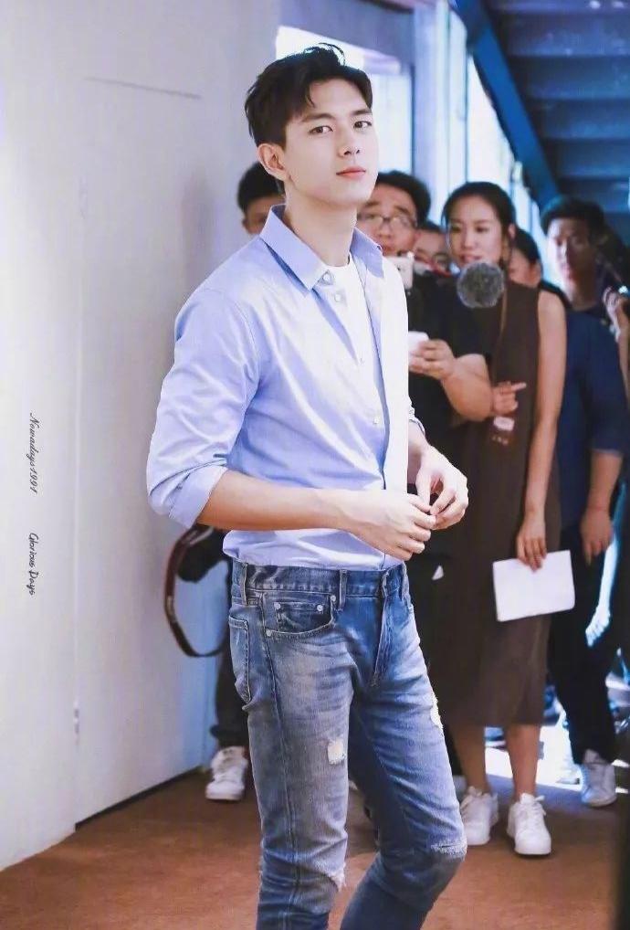 男生日常穿搭教程,不会穿的快来看看现哥的四季穿搭,时尚感爆棚