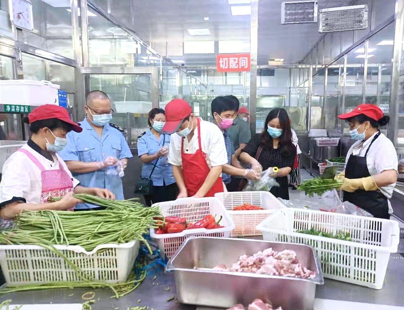 通城县:强化驻点监督 全力护航高考食品安全