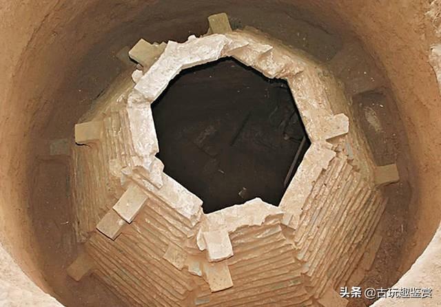 元代古墓中发现一幅画,活埋儿子孝敬母亲,越看越可怕
