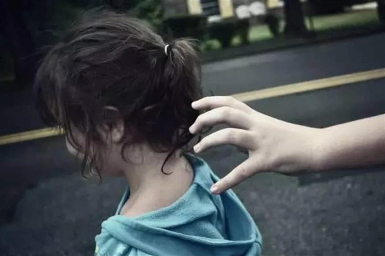 人贩子新套路:用小事让孩子放下戒备,再提出过分要求,防不胜防