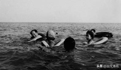 毛泽东为武钢顺利投产而高兴,做了一件事,创造了自己的游泳之最