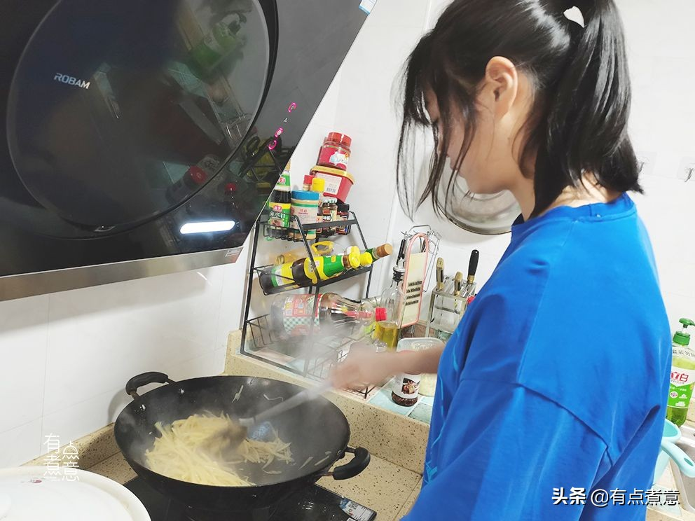 16岁高中学生下厨做八菜一汤,评论区火了,网友:别人家的孩子 美食做法 第1张