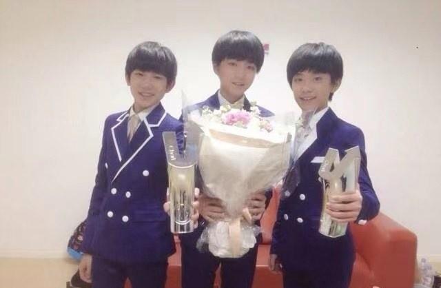 TFBOYS庆祝七周年,王俊凯王源千玺点赞7年前微博,回忆杀太美