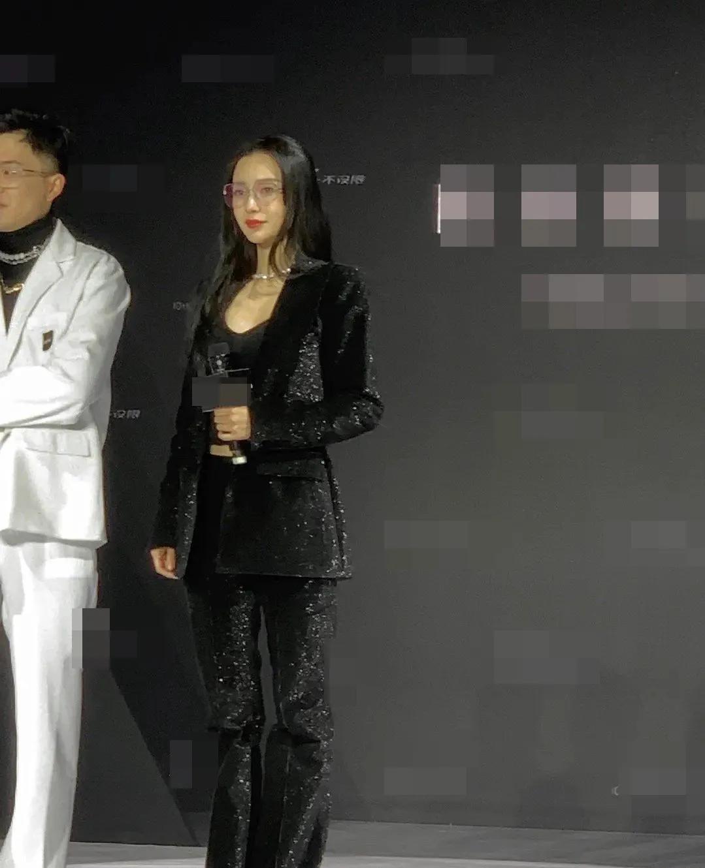 Angelababy蔡徐坤同框,豪门姐弟视感,画面相当养眼