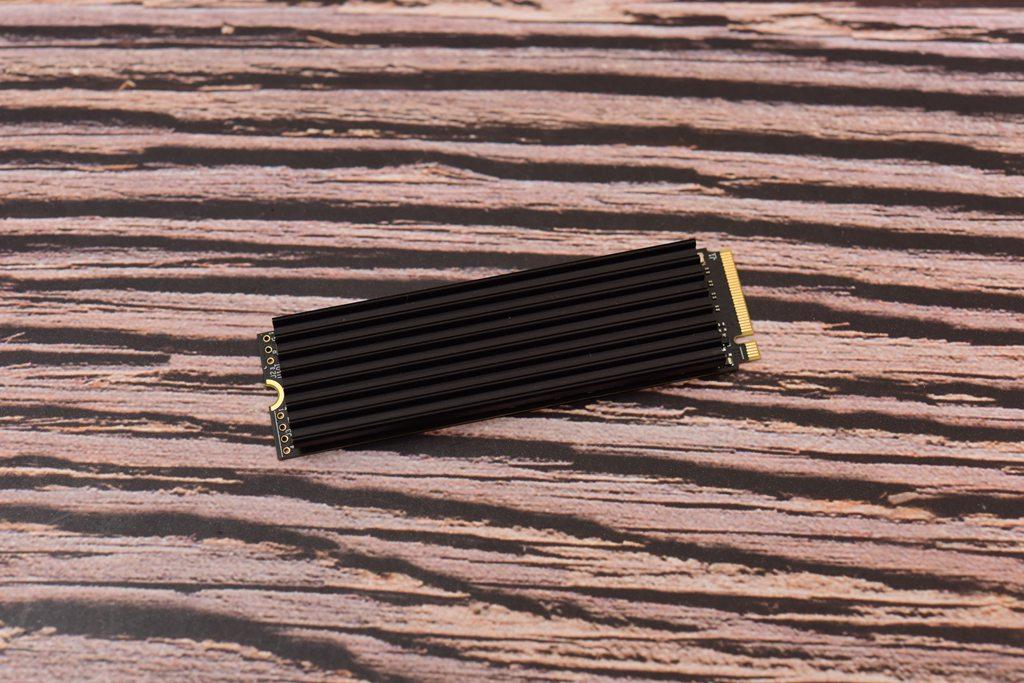 热管?风冷?纯铜?实测告诉你SSD散热器哪家强
