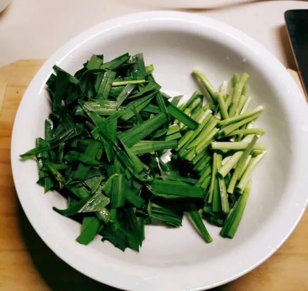 豆腐韭菜这样做,每次多吃一碗饭,太解馋了 美食做法 第2张