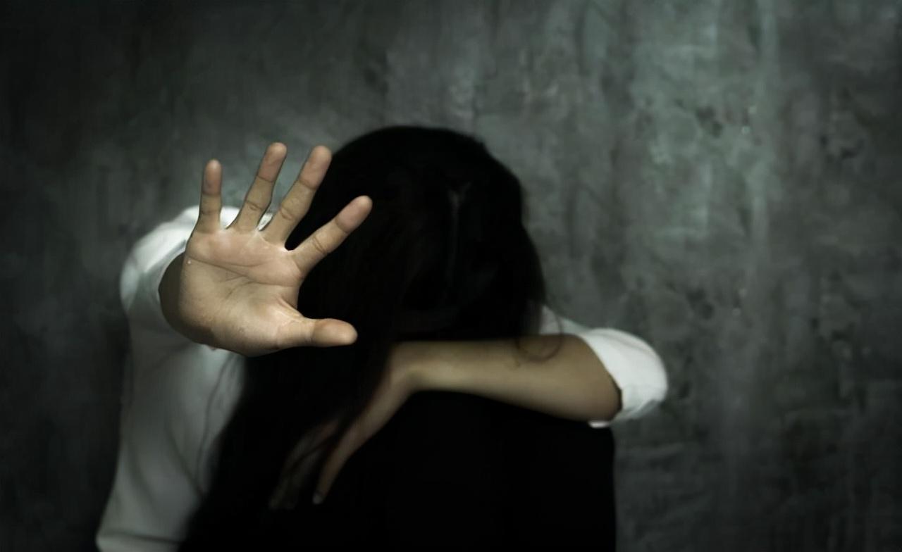 山东一中学老师性侵多名学生,手机中存有照片和视频,引人深思