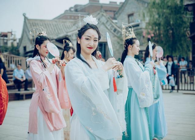 新晋网红打卡地——只有河南·戏剧幻城共接待游客2.3万人次
