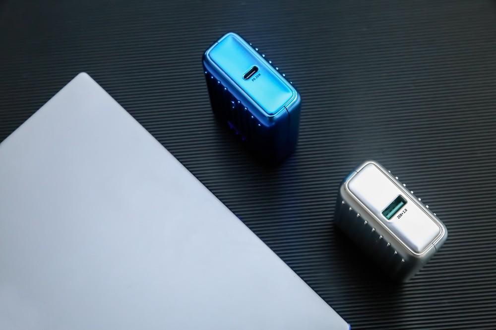比信用卡小,大容量还能随身登机,征拓移动电源体验分享