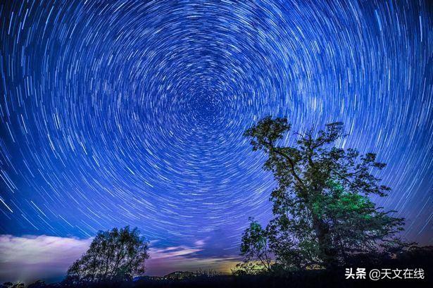 为什么星星看起来不模糊,尽管地球一直在动?