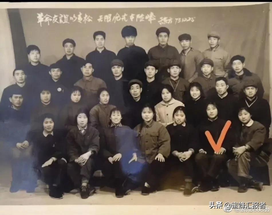 你好李焕英票房破20亿,贾玲妈妈年轻时的照片,Lisa身材