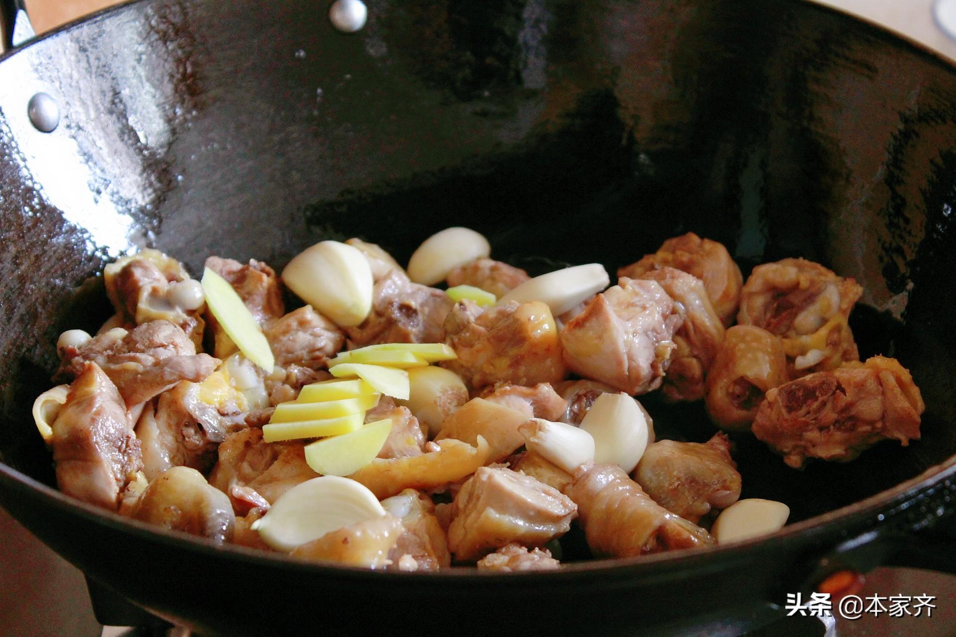 蔥油燜雞,是先炒雞還是蔥油? 跟著老師傅學,黃燜雞都不如這好吃
