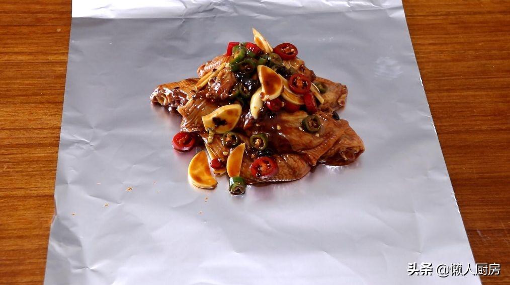 不用炒,直接用锅焖,教你用鸡翅做一道懒人的菜,酥烂脱骨