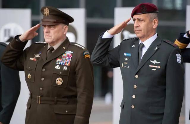 """美军陆续换装""""陆军绿"""",这套复古二战风格的新军装有啥门道?"""