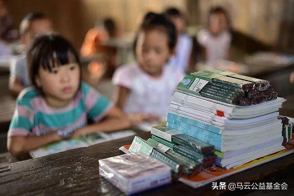 """从月工资44元到2000元,""""保姆""""乡村教师的28载"""