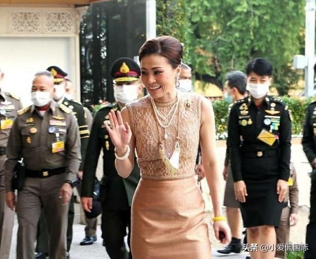 长发飘飘,素缇达王后比诗尼娜美,拉玛十世的华裔丈母娘更漂亮