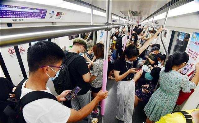 「网连中国」注意!地铁里这些事不能做,最高可罚500元