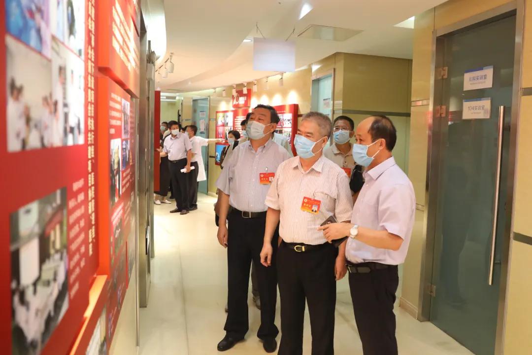 市政协副主席齐成喜到北京大学滨海医院视察调研