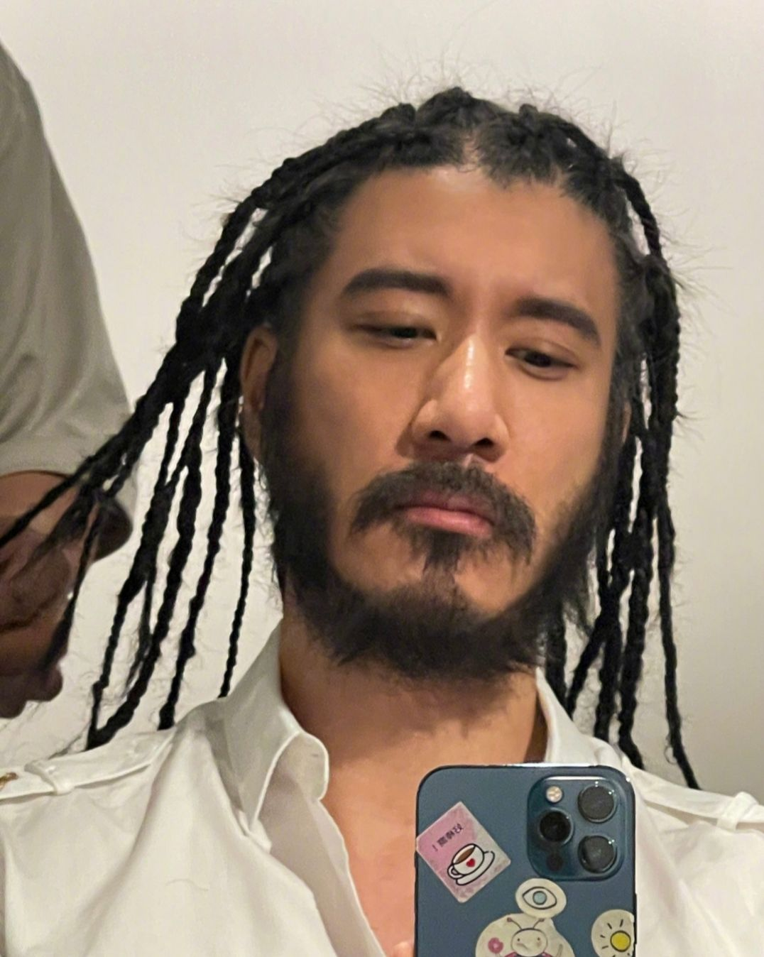 45岁王力宏也太狂野,痴迷脏辫和络腮胡,网友:逐渐基努里维斯化