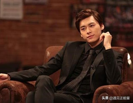 原来,李易峰大学时期已经开始谈恋爱