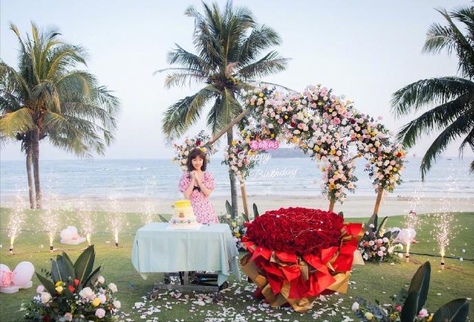 毛晓彤公开庆祝33岁生日,大方晒近照,种种迹象疑似透露新恋情
