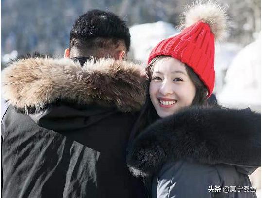 28岁章泽天社交平台突晒活动美照,尽显成熟魅力
