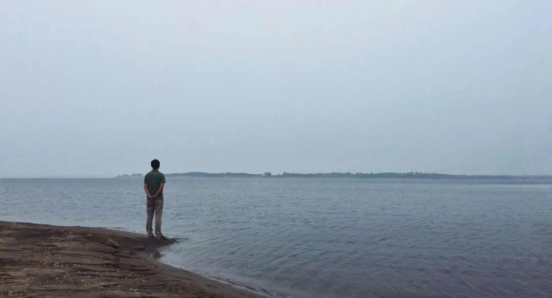 人生若觉太艰难 劝君多读《人生海海》