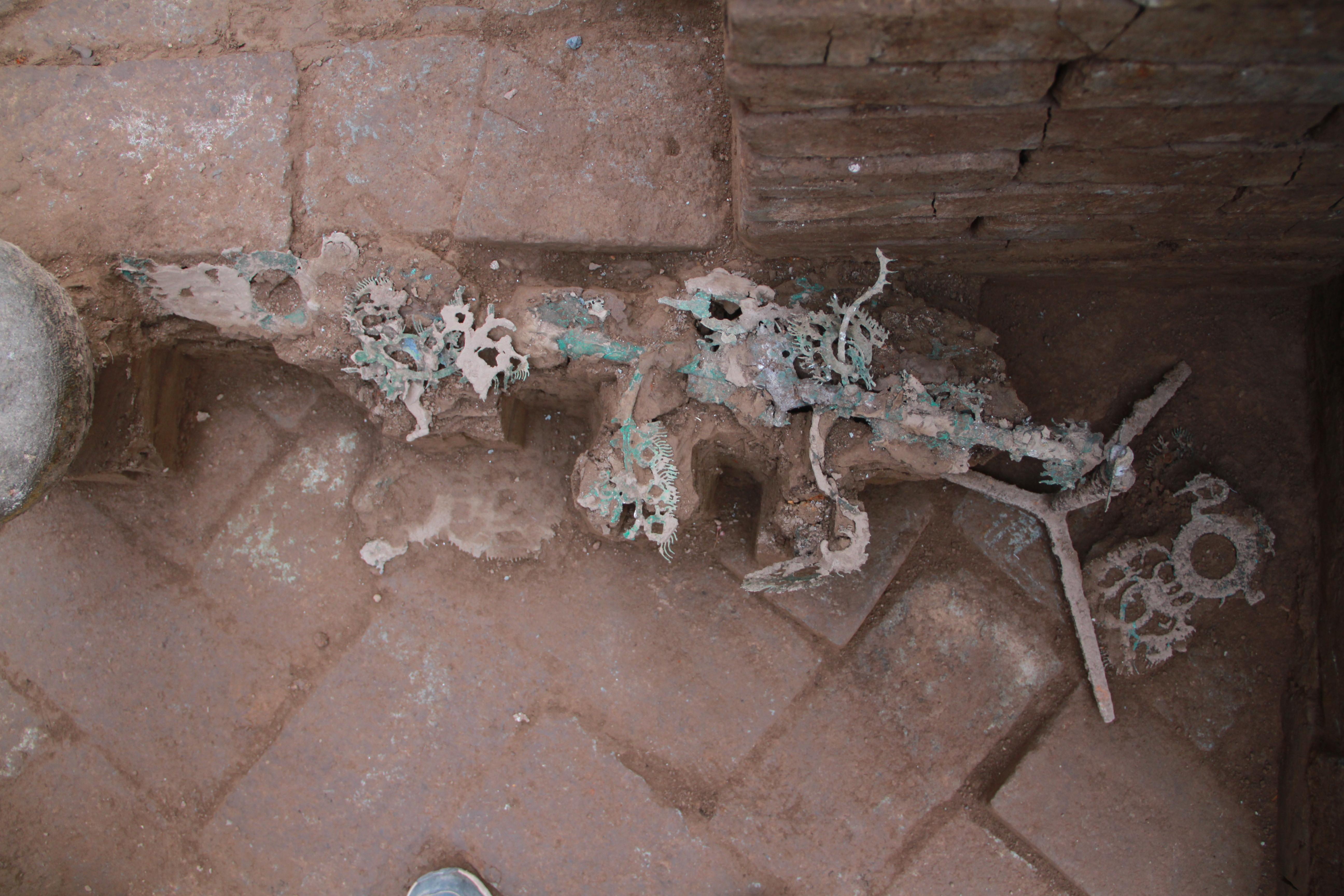 两千年前的摇钱树长啥样?陕西一东汉青铜摇钱树被成功修复