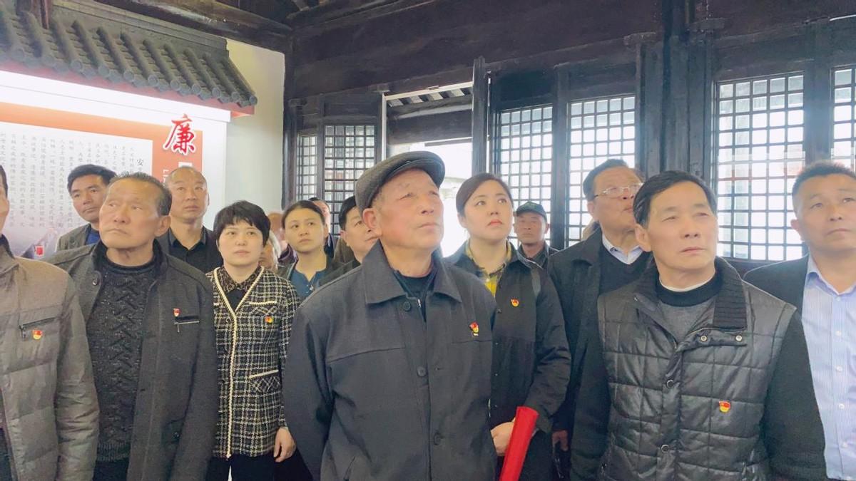 """兴桥镇跃中村开展""""祭英烈、学党史、树新风、正廉洁""""教育活动"""