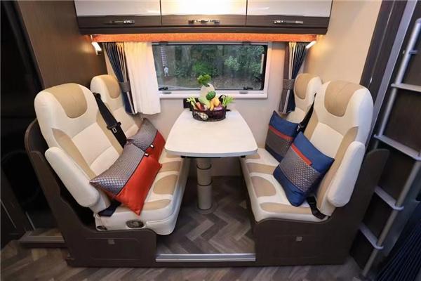 全新瑞弗S820进口依维柯双拓展房车,大水大电全能冠军车型