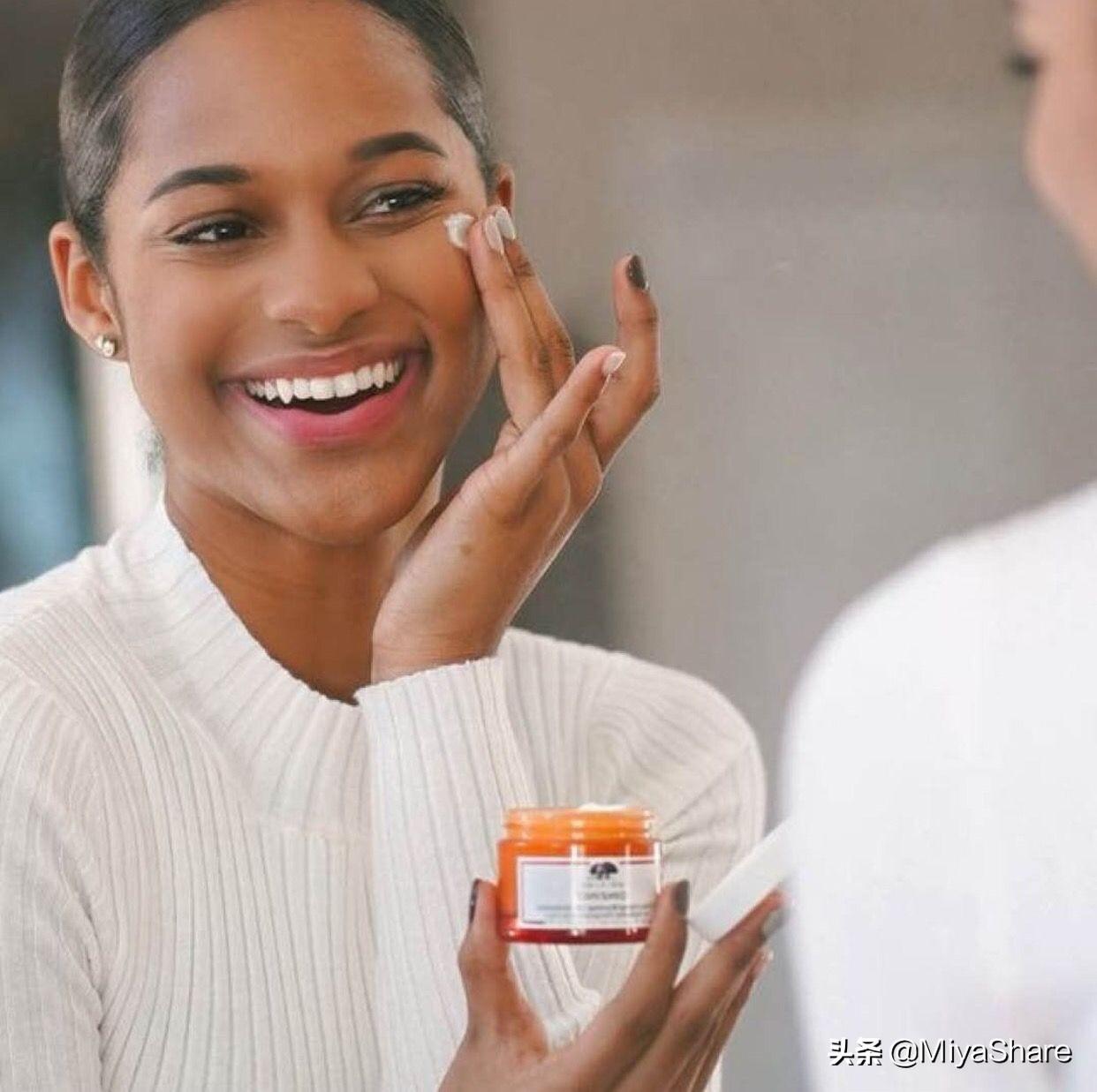 真正皮肤好的女人从不跟风买护肤品,简单2点:买啥都好用,实用
