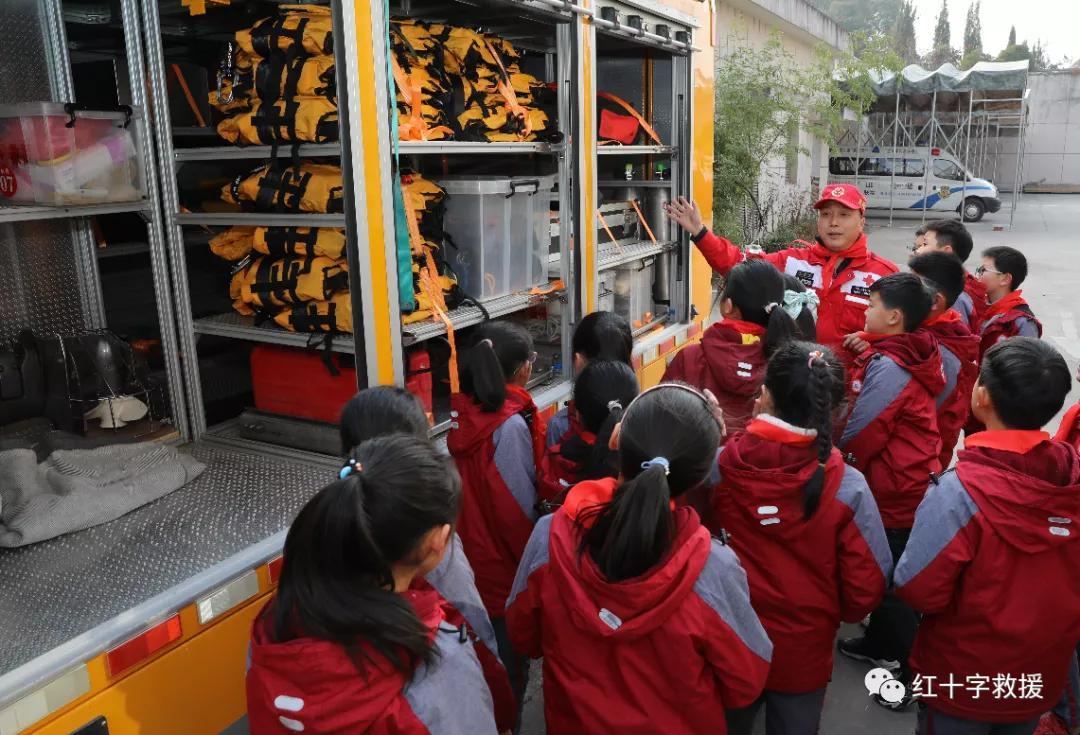 救援队收到别样的新年祝福,计划将这些祝福送给...