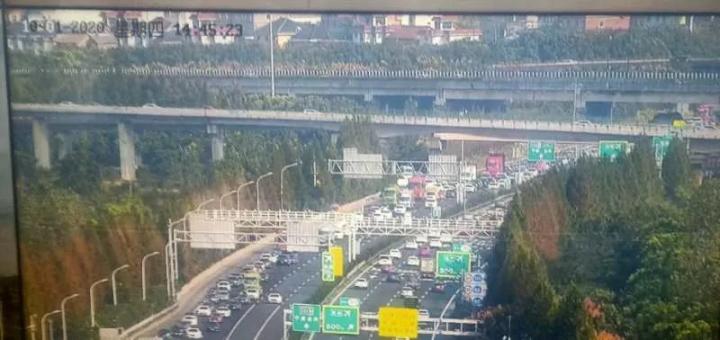 3小时路开了8小时,服务区堵爆,水都不敢喝!杭州王女士发誓:再也不十一出门了