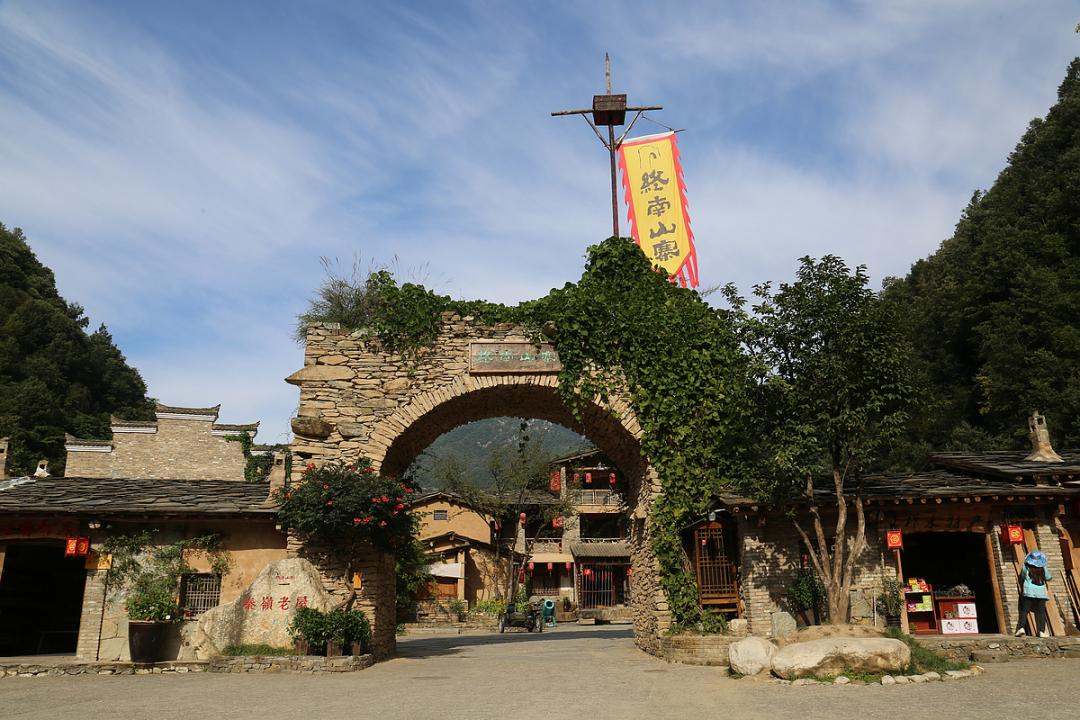 陕菜探秘之旅走进西安后花园镇安和柞水 逛吃4景3宴1村1厂