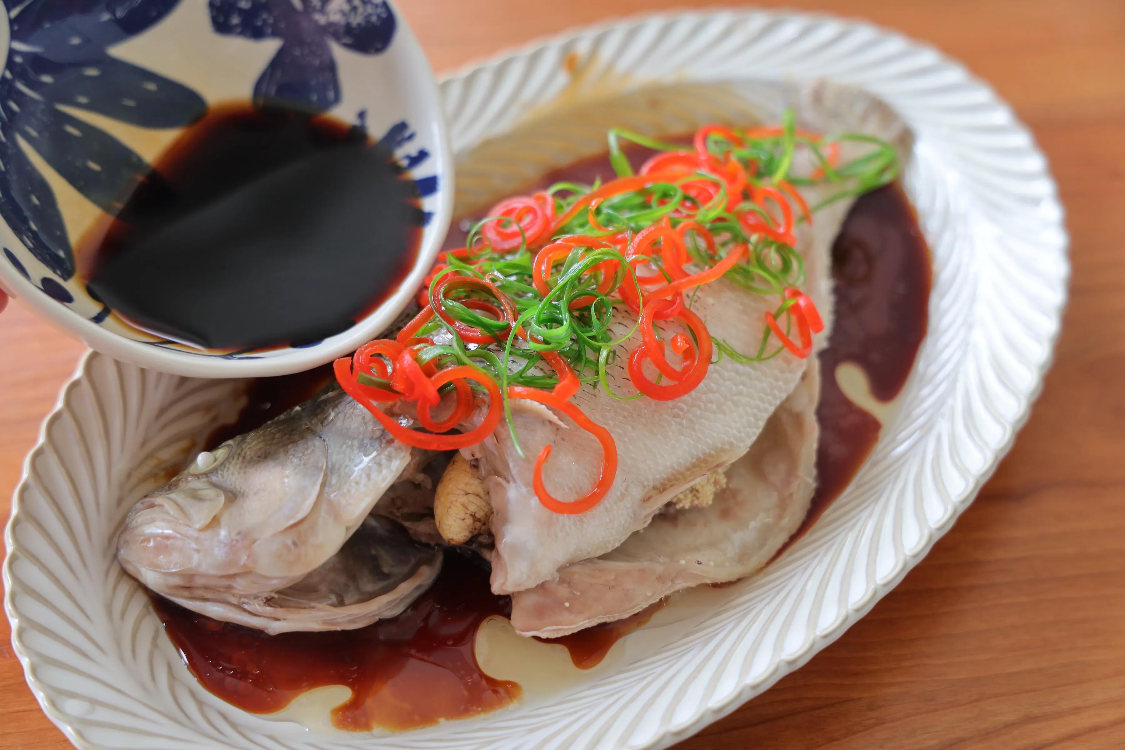 孩子最愛吃的清蒸鱸魚,簡單蒸一蒸,肉質鮮嫩,清淡不油膩
