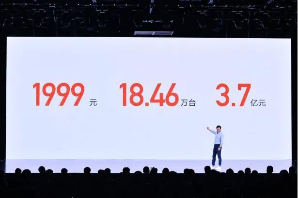 小米手机目标三年登顶全球第一丨 雷军年度演讲 3.7 亿回馈初代米粉