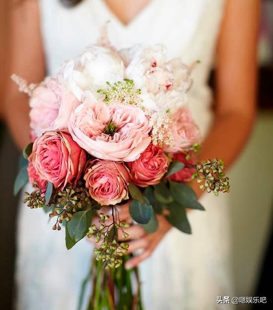 女星婚礼上的手捧花造型:钟丽缇的海洋花,Angelababy的天使脸颊