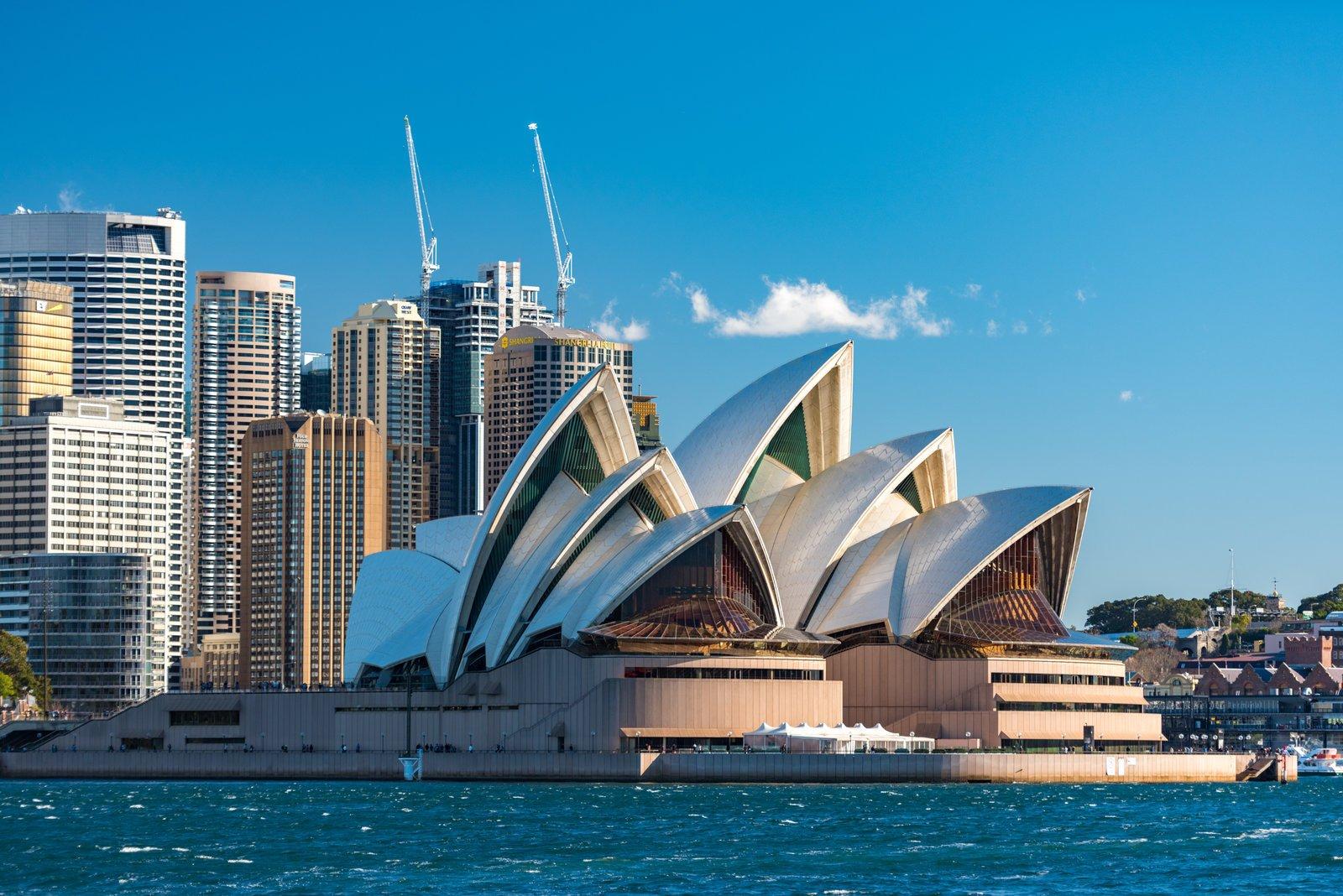 中国雷霆出手后,澳大利亚还不知悔改?60多国抢着瓜分在华市场